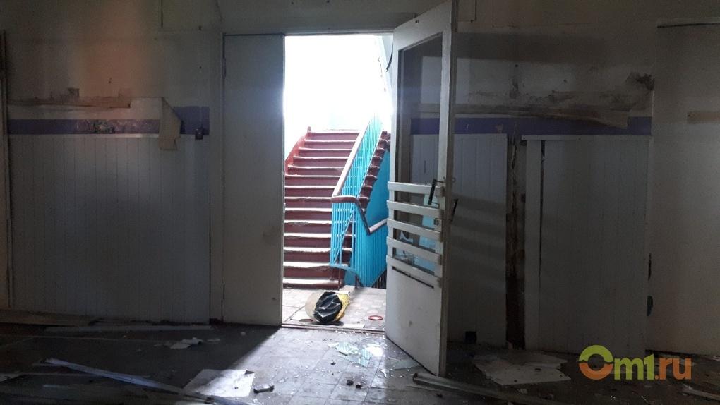 Здание омской заброшенной школы могут переделать под поликлинику
