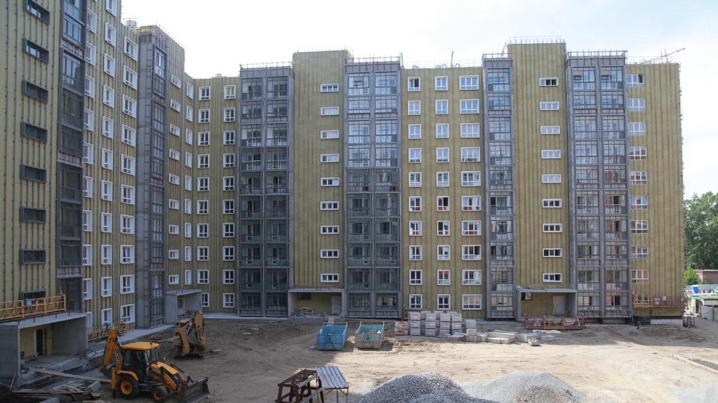 Власти Новосибирска помогли 83 обманутым дольщикам
