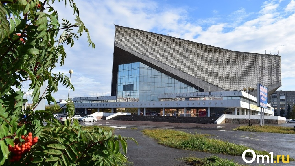 В Омске запретили открывать одну из крупнейших ледовых арен