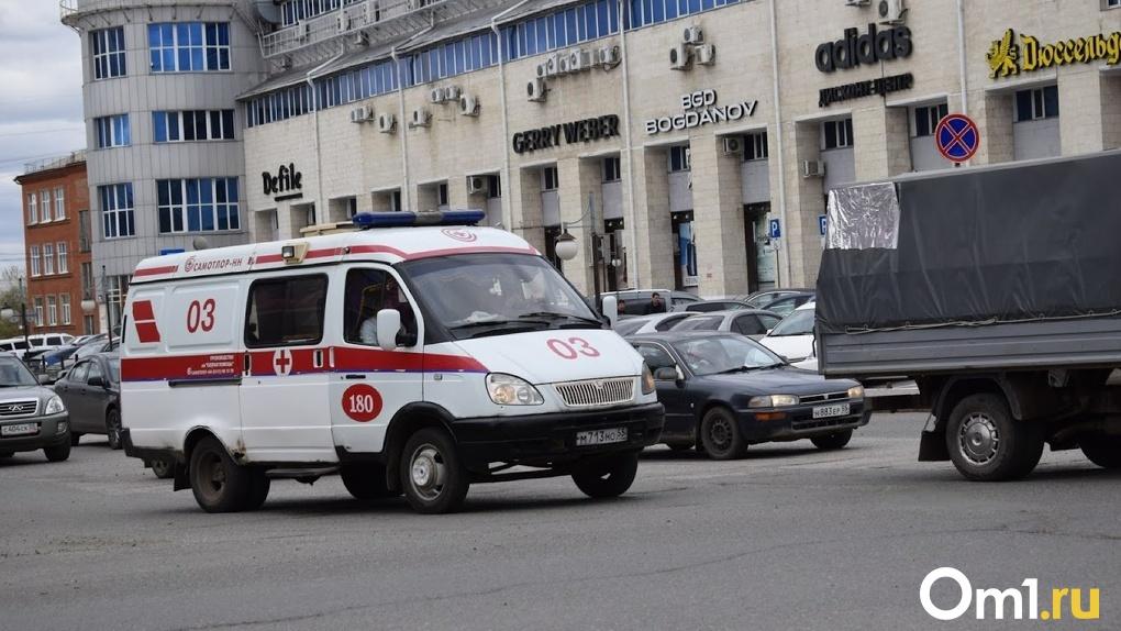 Рестораны фастфуда будут бесплатно обслуживать омских врачей