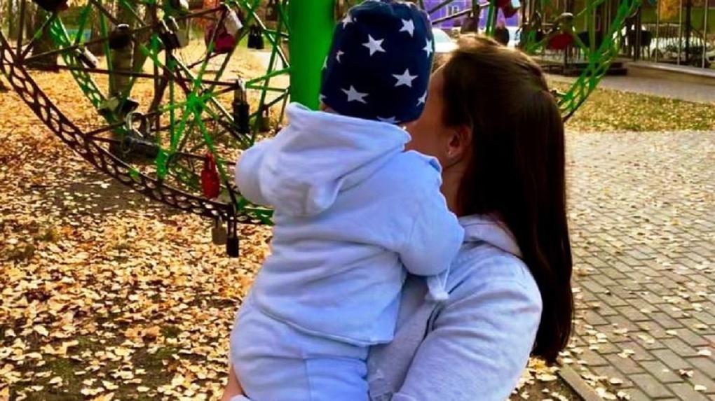 «Стереть память сына»: под Новосибирском мужчина месяц прячет ребёнка от матери