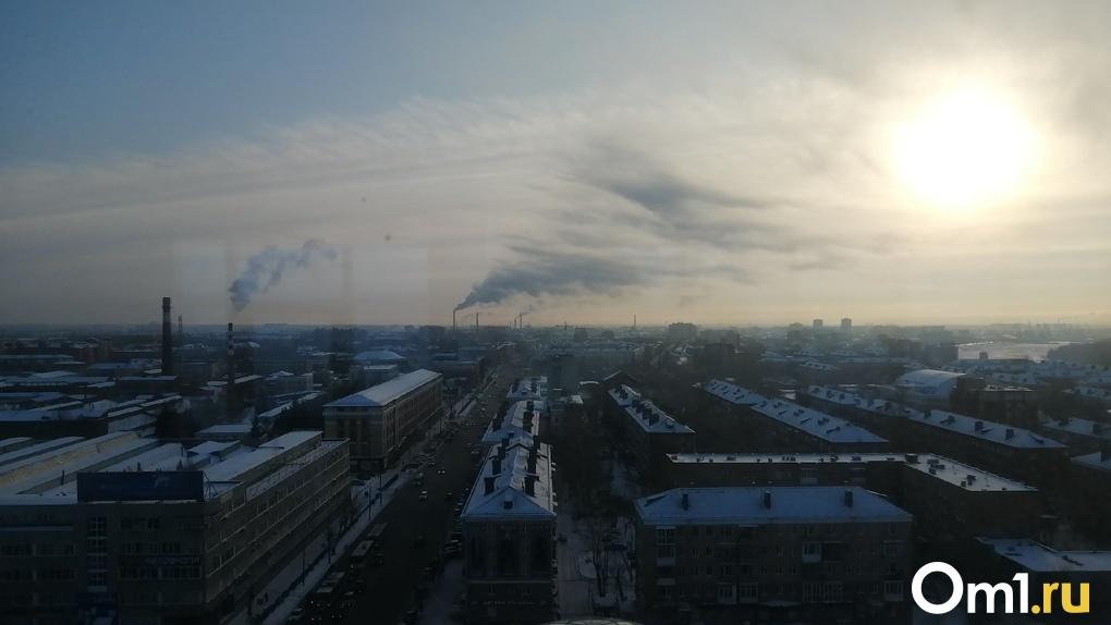 «Сплошная химия, а не свежий воздух». Омичи снова сообщают о выбросах
