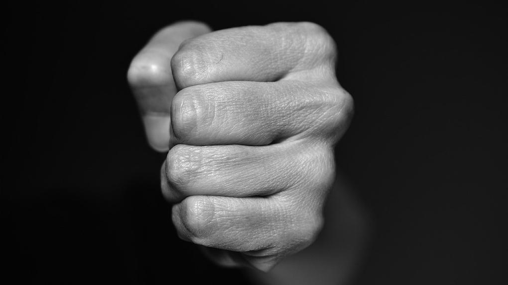 Омич избил своего родного отца до смерти из-за сумки-борсетки