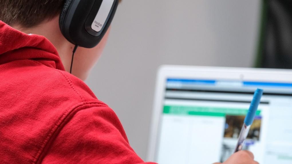 «Ростелеком» обеспечит беспроводным интернетом школы Омской области