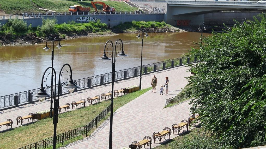 Смотровая площадка, трибуны и велодорожки: в Омске начали благоустраивать улицу Бударина