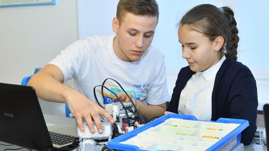Омским школьникам подарили классы робототехники