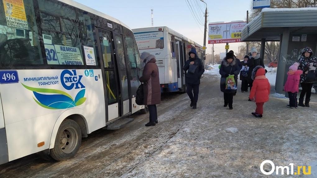 «Масочные» рейды продолжаются. В Омске поймали всего 12 нарушителей в общественном транспорте