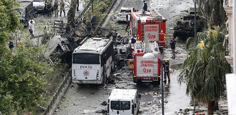 В историческом квартале Стамбула взорвался заминированный автомобиль: погибли 11 человек