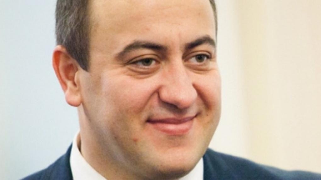 Омский губернатор Бурков на полгода продлил контракты с Каракозом и Сумароковым
