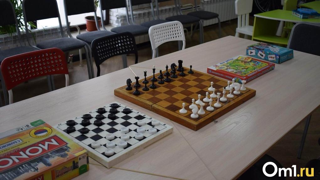 Шахматы, лапта, футбол. В Омске открылись детские досуговые площадки