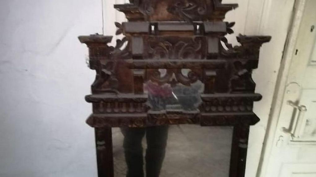 Новосибирец продаёт купеческое зеркало XIX — XX века за 30 тысяч рублей