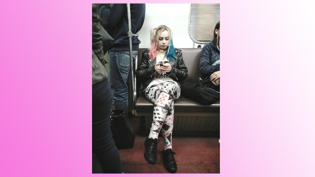 Харли уже не та: двойника сообщницы Джокера заметили в новосибирском метро