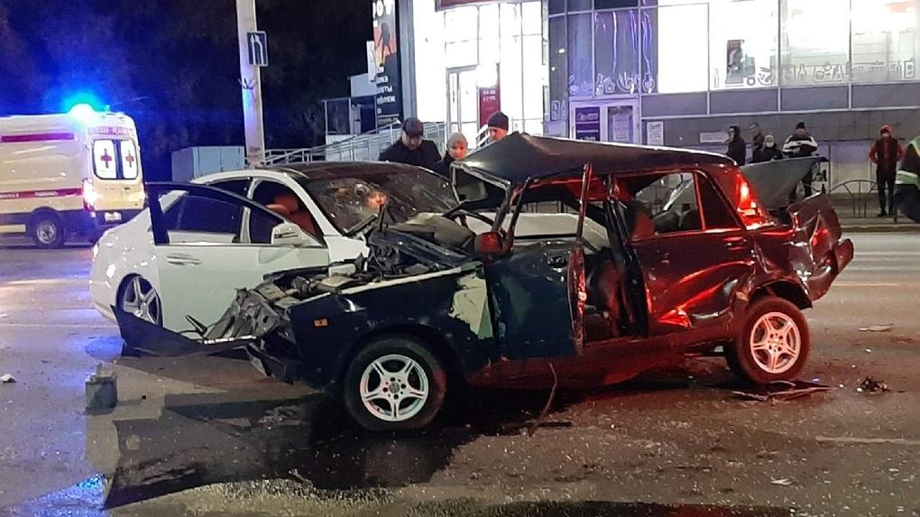 На улице Красный Путь в Омске в смертельной аварии погиб водитель