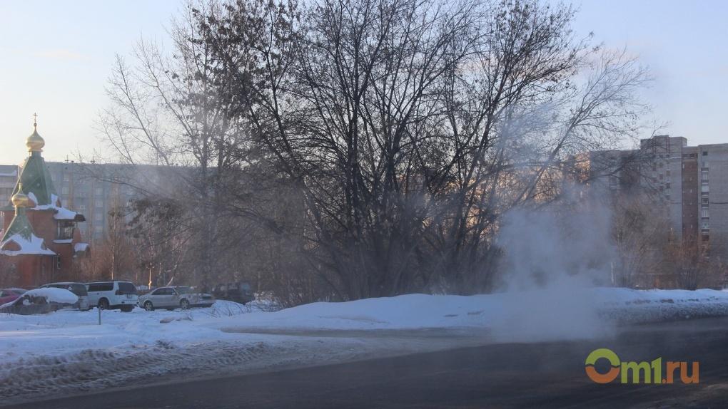 Из-за прорыва трубы омские Нефтяники превратились в «Долину гейзеров»