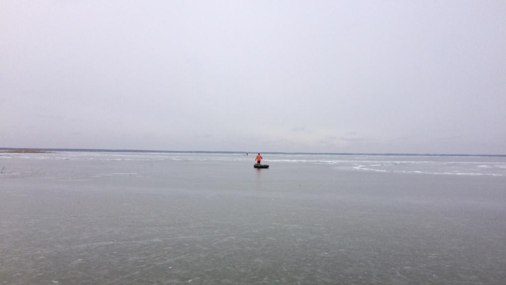 В Омской области спасли рыбака с оторвавшейся льдины
