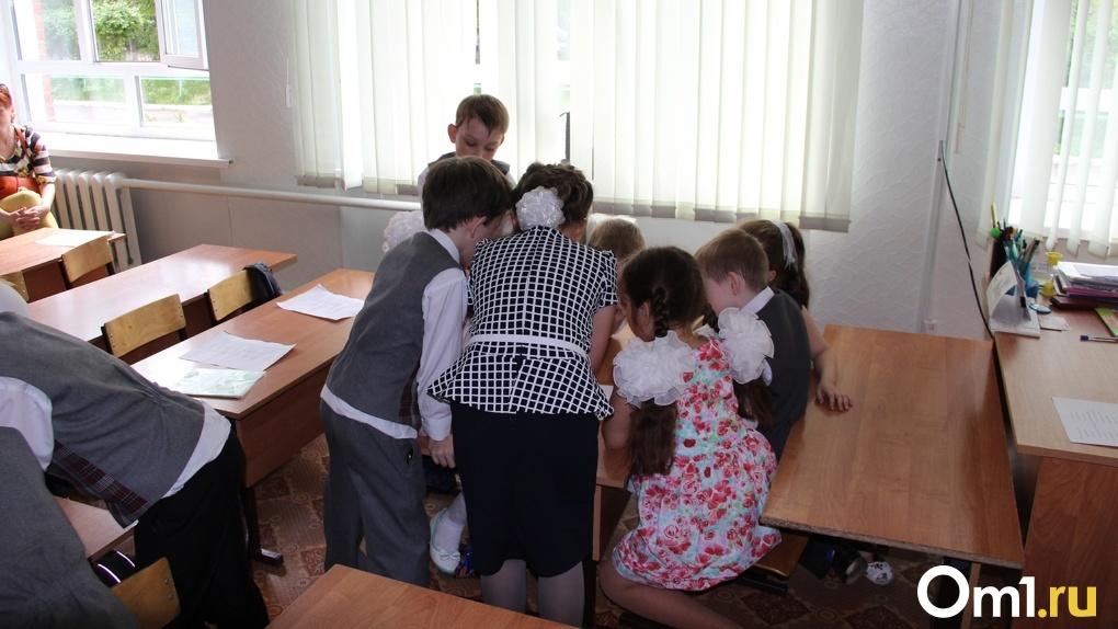 В омской школе, где учитель труда заболел коронавирусом, перепутали сроки карантина