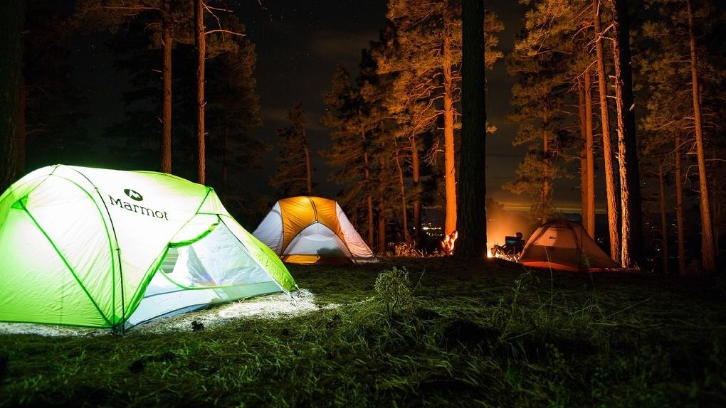 Дикая романтика последних дней лета: где в Новосибирской области провести уик-энд с палаткой