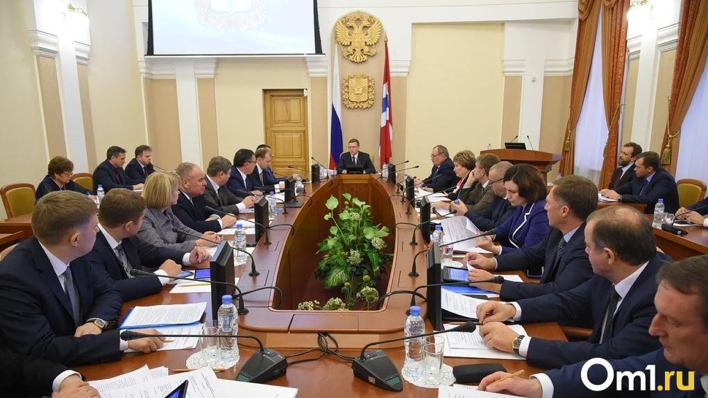 Бурков устроил жесткий разнос главе Минздрава из-за распространения коронавируса в Омске
