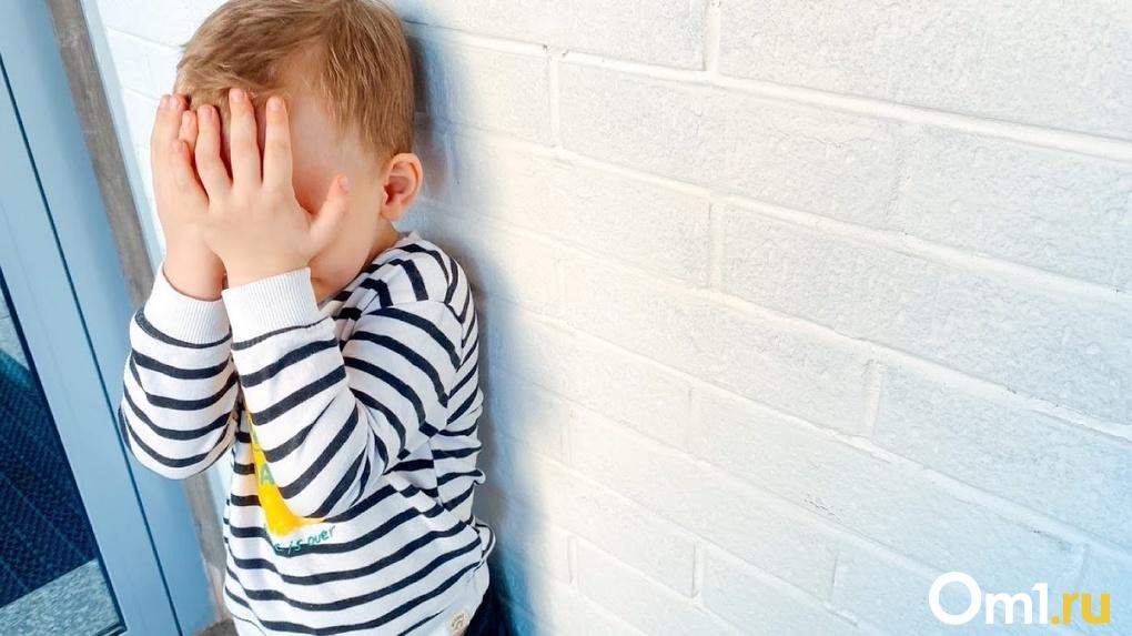 «Мама била кулаками»: в сеть попало шокирующее видео-признание четырёхлетнего новосибирца