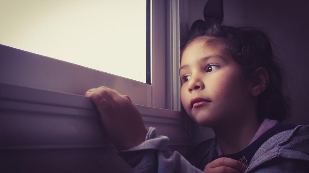 «Могли убить мою дочь»: бывшая омичка призвала родителей уезжать из Омска, чтобы спасти детей