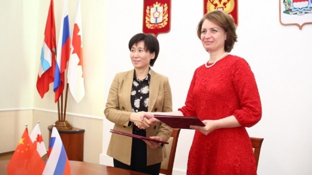Оксана Фадина пригласила на День города Омска гостей из китайского Кайфына