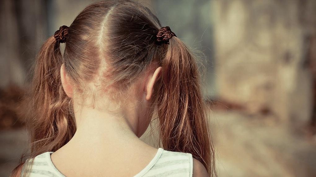 В Омске родители отдали свою 3-летнюю дочь незнакомой женщине