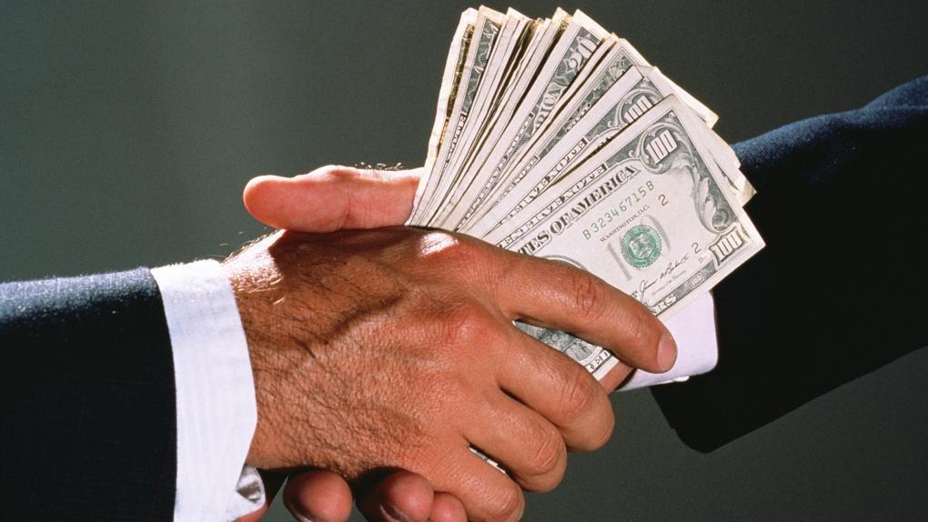 Силовики назвали самую большую взятку для чиновников Омской области