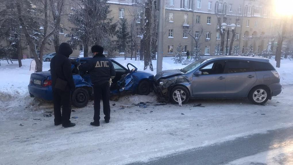 Смертельный разворот: в Новосибирске по вине пожилого водителя в ДТП погиб человек