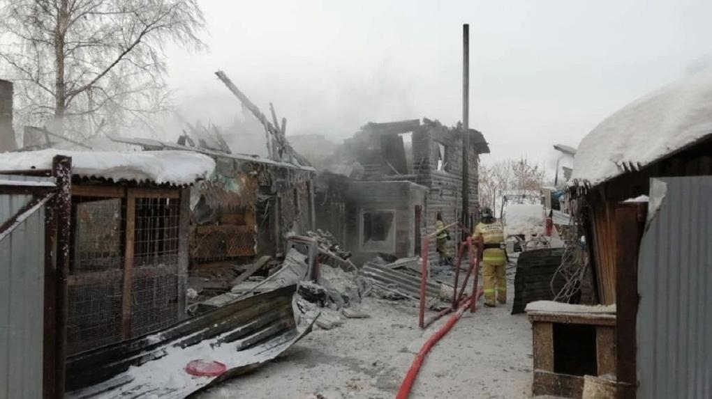 Срочной помощи просит многодетная семья после страшного пожара под Новосибирском