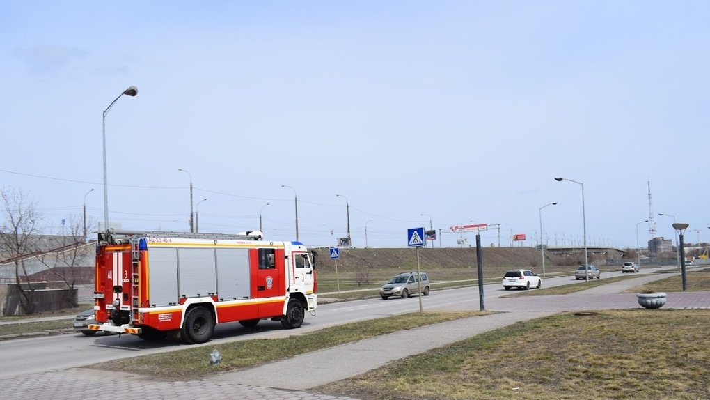 В Омске у будущей «Арены» загорелся полуостров
