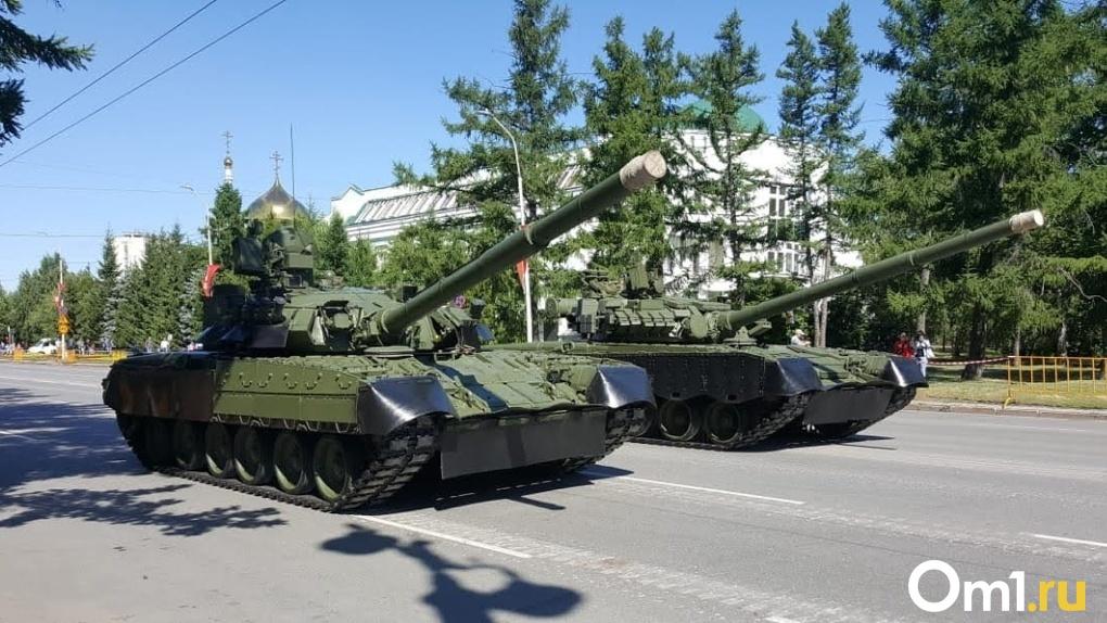 Президенту Беларуси Александру Лукашенко подарили омский танк