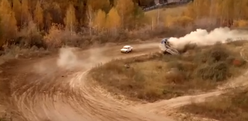 На ралли в Омске автомобиль снес судейскую вышку