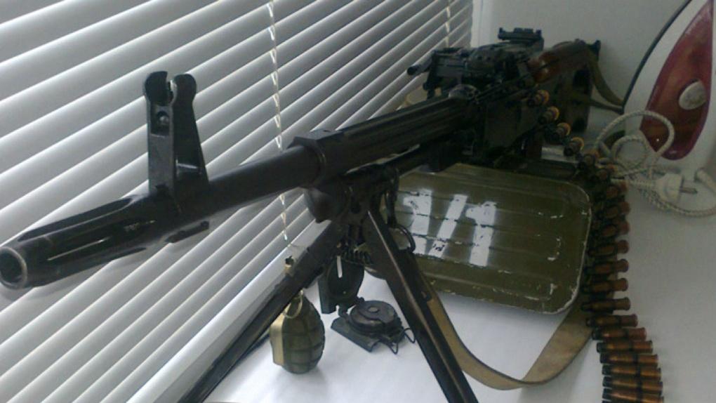Омич продает на Avito пулемет