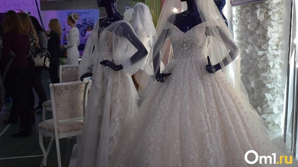 Омичка пыталась продать свадебное платье мошеннице и потеряла свои накопления