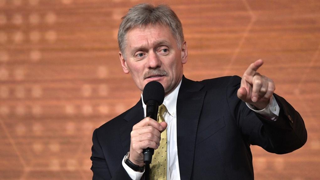 Дмитрий Песков заявил о «театре абсурда» в ситуации с отравлением Навального