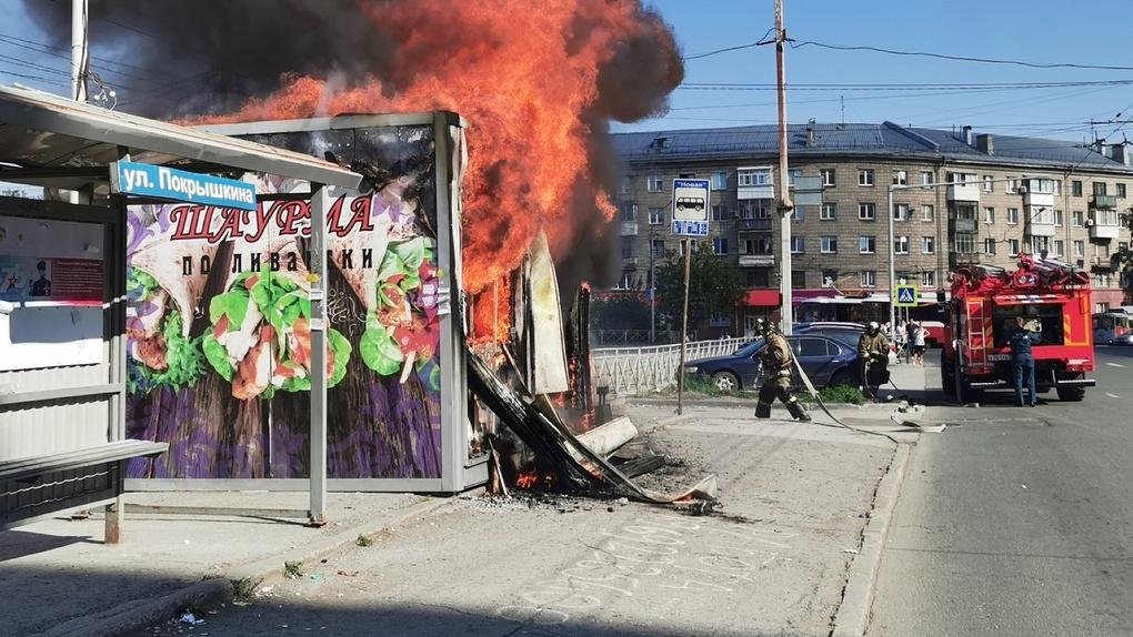 После пожара в киоске с шаурмой новосибирца увезли в ожоговый центр