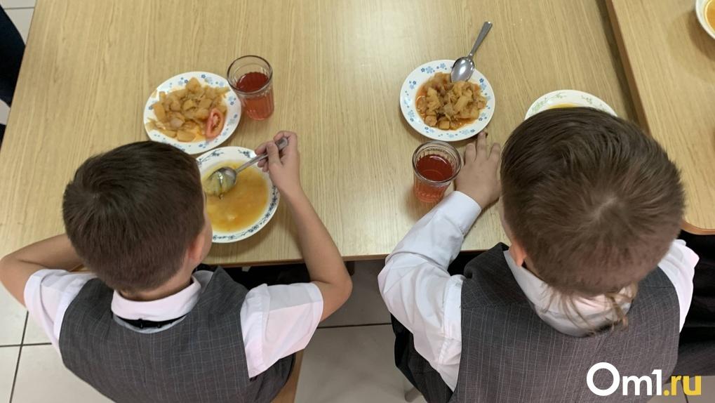 В школьных столовых Омска обнаружили нарушения