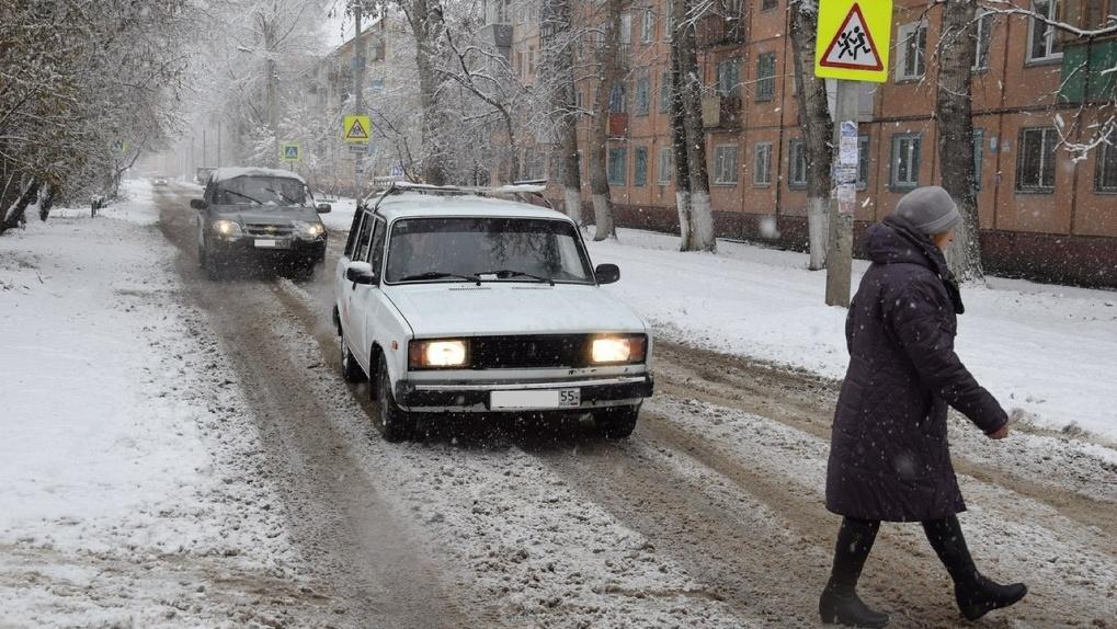 Под колеса машины в Омске попал ребенок