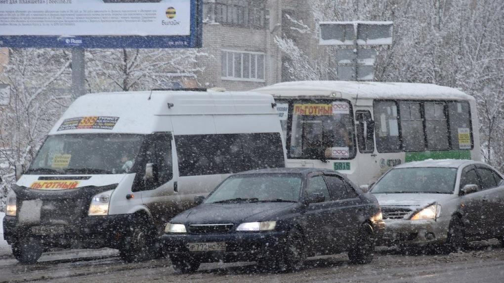 В Омске наступила зима. Пассажирский транспорт включил обогреватели