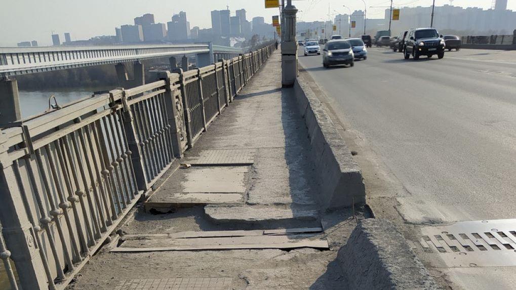 В Новосибирске рушится Октябрьский мост