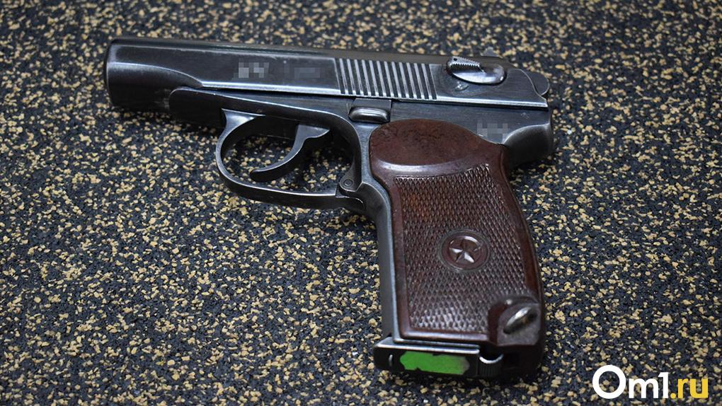 Новосибирец отобрал машину у таксиста, угрожая ему пистолетом