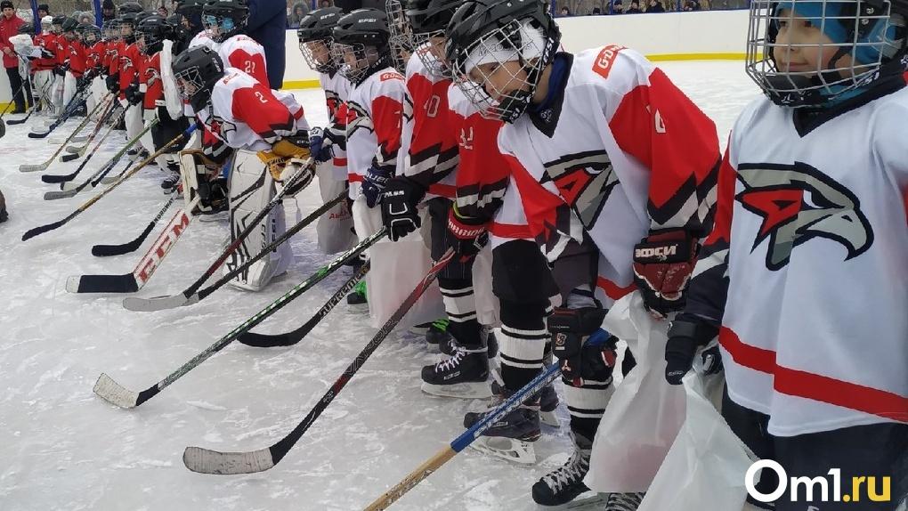 Неспортивное поведение. В Омске 11-летний хоккеист попал в больницу после драки с ровесником