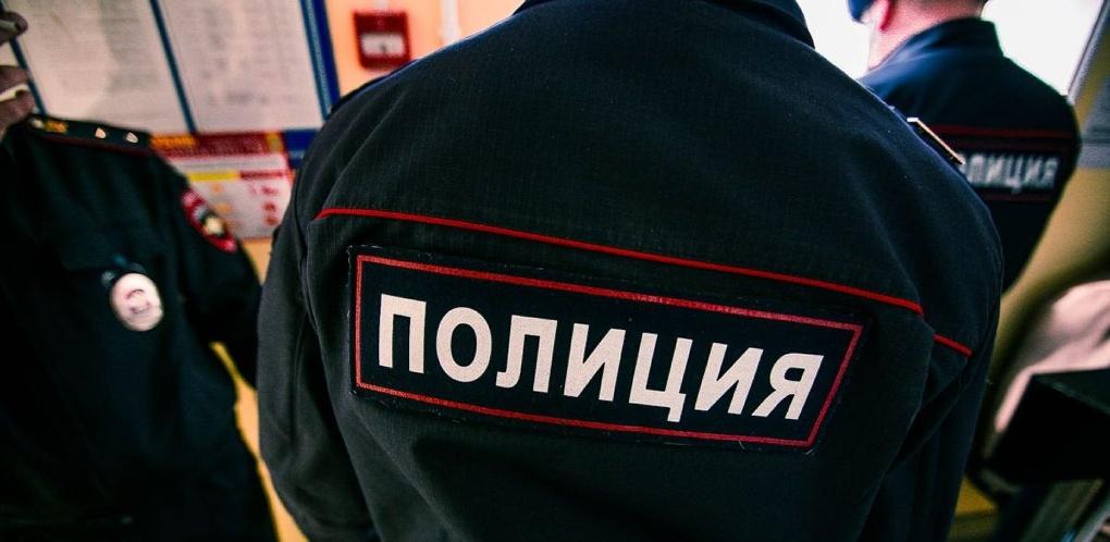 Полиция Омска задержала рецидивиста на пороге дома, сумка которого была в пятнах крови