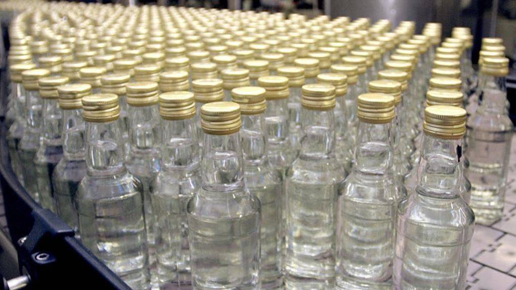 Омские полицейские прикрыли склад с паленым алкоголем и сигаретами
