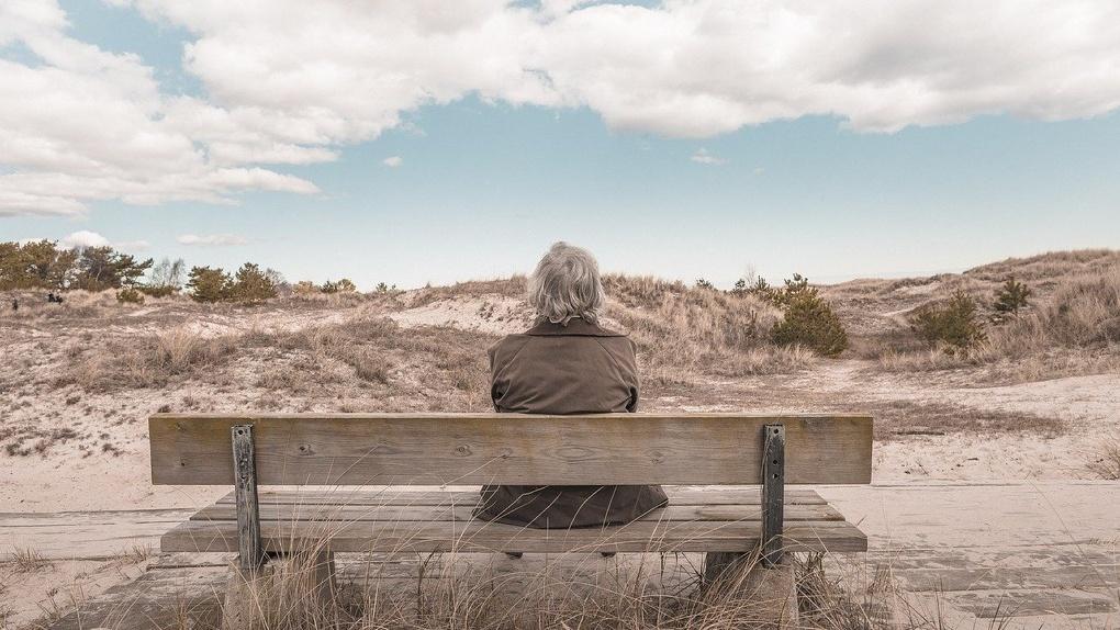 Закончились деньги и страховка: пенсионеры из Омска застряли на острове в разгар эпидемии коронавируса