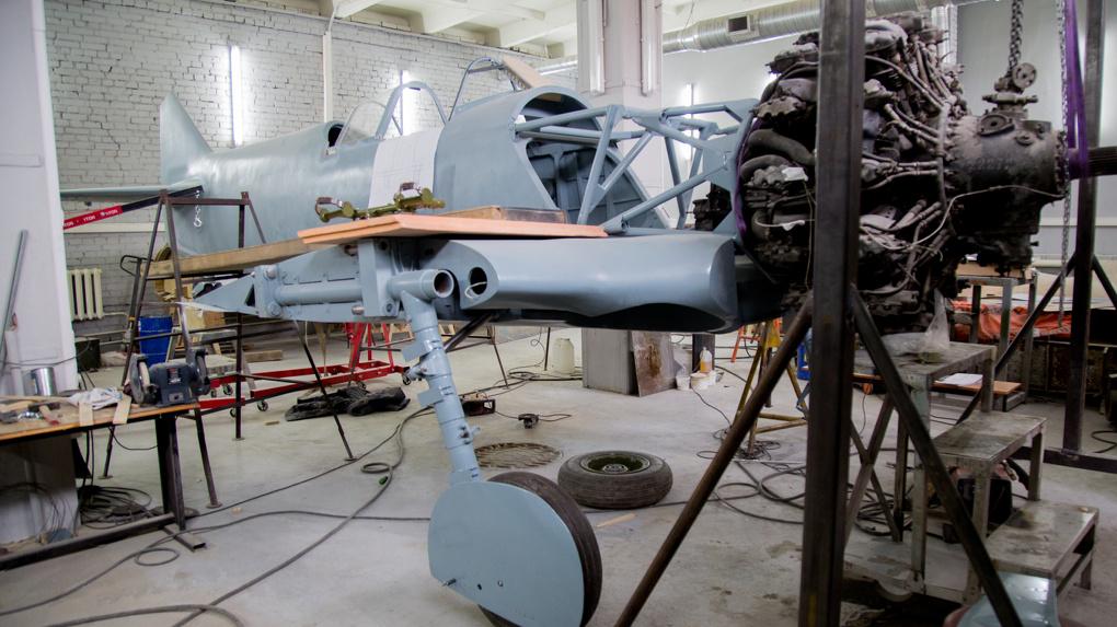 В Новосибирске восстановили легендарный деревянный истребитель Ла-5