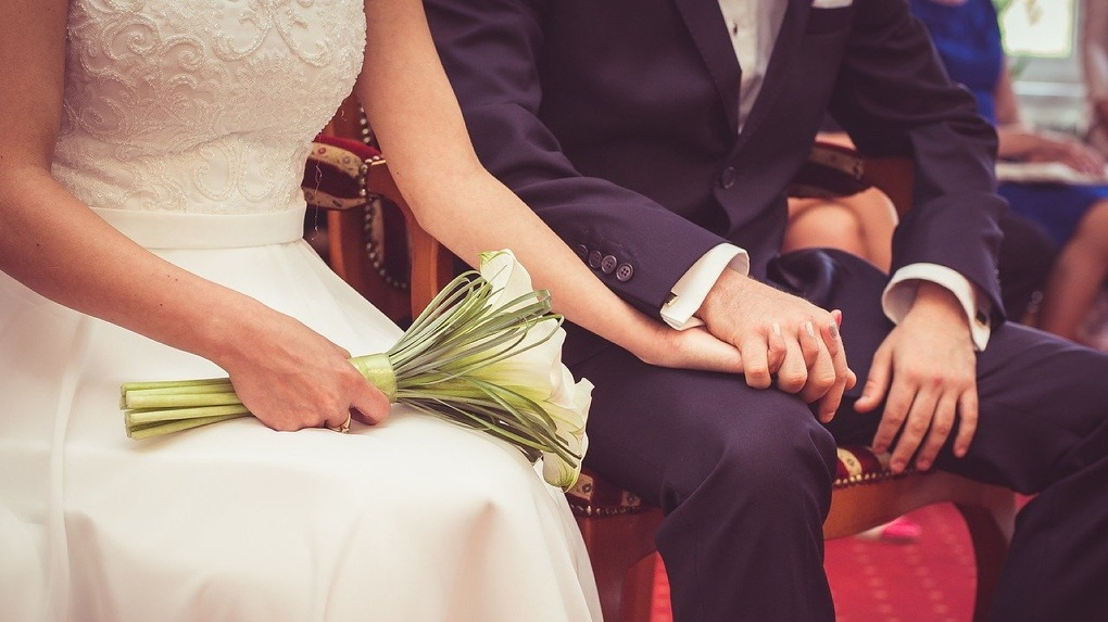 Нападающий омского «Авангарда» Семён Кошелёв показал фото со свадьбы