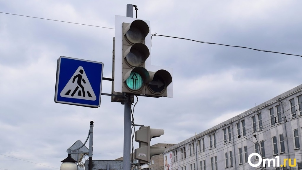 Нарушен срок и возникли вопросы качества. В Омске наказали фирму, которая устанавливала светофоры