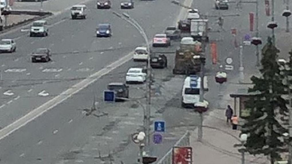 После парада в Новосибирске начали ремонтировать Красный проспект