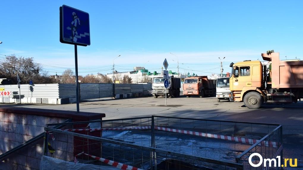 Омичи массово жалуются на грузовики, портящие дороги в городе